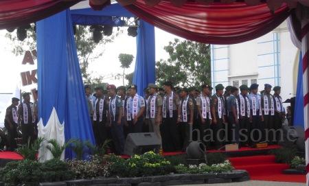 gabungan anggota TNI dan Polri membawakan seni rebana pada pembukaan pameran dan gelar dagang (HS.2013)